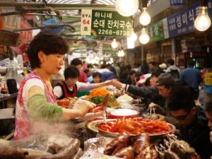 Beautiful photos of Asia - Food market in Seoul.jpg